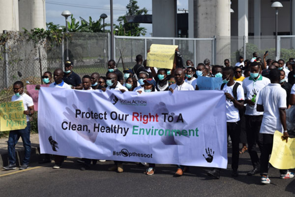Citizens-Walk-Against-Soot-Pollution-in-Port-Harcourt,-Nigeria's-Oil-City