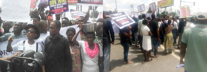 Women-with-empty-cooking-pots-on-their-heads-marched-with-other-protesters
