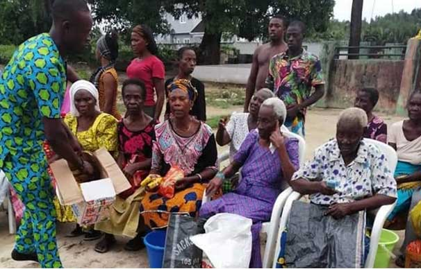 The-most-vulnerable--the-elderly-also-queuing-up-for-food-items-from-donors